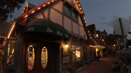 turistická atrakce : Solvang, California, United States - August 10, 2018: Danish village in California illuminated at evening.Typical architecture of Solvang, famous tourist destination. Wine country in Santa Ynez Valley