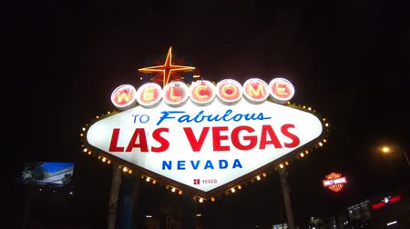 fabuloso : Las Vegas, Nevada, United States - September 20, 2018: the popular Las Vegas neon Sign. Welcome to Fabulous Las Vegas Nevada illuminated by night. Harley Davidson sign on background.