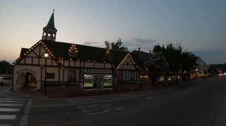 danimarka : Solvang, California, United States - August 10, 2018: gift shop in Danish village, California at twilight.Typical architecture of Solvang, famous tourist destination. Wine country in Santa Ynez Valley