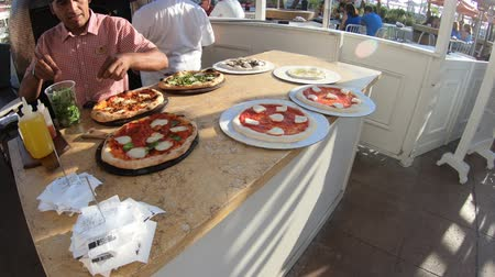 viktoriánus : San Diego, California, United States - August 1, 2018: restaurant pizza cooking in wood oven at historic Coronado Hotel, a beachfront luxury resort in Coronado Island.