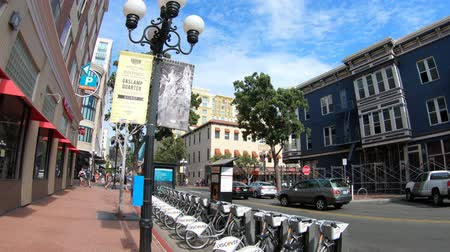 docking : San Diego, California, United States - July 31, 2018: San Diego Gaslamp Quarter by bike. Discover Bike is a sharing bike service. Historic District of San Diego Downtown by day. Stock Footage