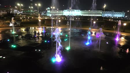 qatar state mosque : Colorful water fountain at Souq Waqif Park at Doha Corniche illuminated at night. Famous tourist attraction in Doha. Qatar, Middle East, Arabian Peninsula in Persian Gulf. Stock Footage