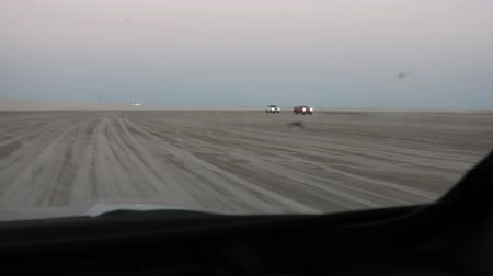 vnitrozemí : Off-road adventure with SUV cars in Arabian Desert. 4x4 vehicle bashing through sand dunes at Khor Al Udeid, the inland sea near Qatar and Saudi Arabian, Persian Gulf, Middle East.