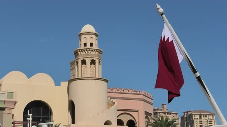 porto arabia : Details of building with minaret in West Bay with Qatar flag in from Porto Arabia, The Pearl-Qatars main harbor in Doha, Persian Gulf, Middle East. Famous tourist attraction.