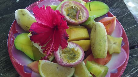 la digue island : SLOW MOTION: fresh local fruit dish at Anse Source dArgent, La Digue. Healthy exotic summer diet on tropical beach at Seychelles.