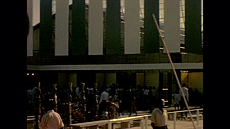 terça feira : LAGOS, NIGERIA, AFRICA - circa November 1977: British government pavilion in Nigerian International Trade Fair of Lagos with black people. Historical archival of Nigeria state of Africa in 1970s. Stock Footage
