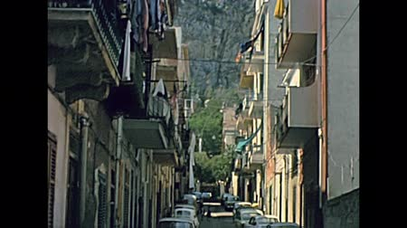 sycylia : Mondello , Sicily, ITALY - CIRCA 1960: Streets and squares with Sirenetta statue of Mondello town of Sicily in Italy, Palermo province. Historical archival of Mondello town of Italy in the 1960s. Wideo