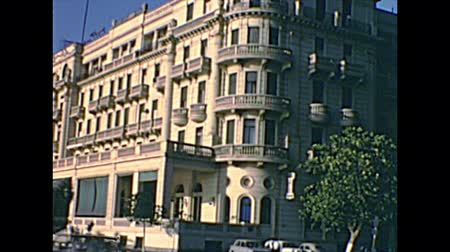 nílus : CAIRO, EGYPT, AFRICA - circa 1973: old building of the 5-Star Luxury Hotel InterContinental Cairo Semiramis in Cairo by the Nile river. Historical archival of Cairo capital city of Egypt in 1970s.