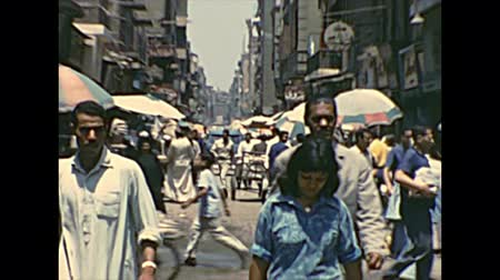 street market : CAIRO, EGYPT, AFRICA - circa 1973: Khan Al-Khalili Bazaar with local Egyptian people in a traditional Arab dress. Historical archival of Cairo capital city of Egypt in the 1970s. Stock Footage