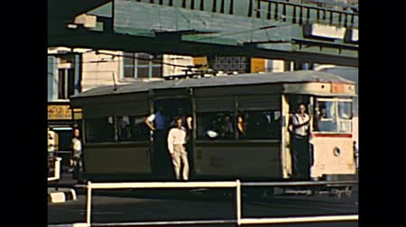 archief : CAIRO, EGYPT, AFRICA - circa 1973: public transport with tram and Egyptian people in vintage dress in traffic in the El Tahrir square. Historical archival of Cairo capital city of Egypt in the 1970s.
