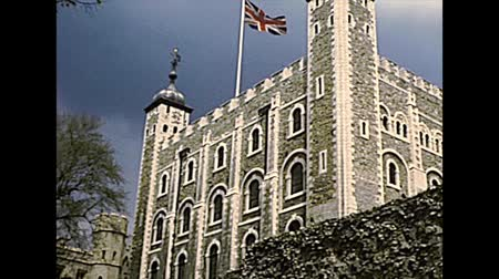 archívum : LONDON, UNITED KINGDOM - CIRCA 1977: Flag of the United Kingdom on Tower of London historic fortress. Archival of London city of England in the 1970s.