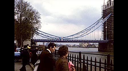 jubileu : LONDON, UNITED KINGDOM - CIRCA 1977: Tower Bridge on River Thame. while the bridge was painted red, white and blue to celebrate the Queens Silver Jubilee. On the side of Tower of London castle. Stock Footage