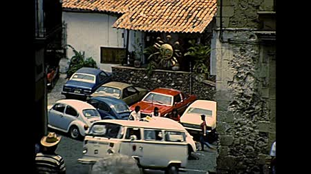 семидесятые годы : TAXCO DE ALARCON, MEXICO - circa 1970: Taxco downhill roads with local restaurants and typical Volkswagen Beetles cars. Archival of Mexico in South America in the 1970s.