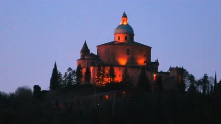 bolognai : San Luca Sanctuary by night in Bologna city. Historical church and pilgrimage destination in Emilia-Romagna, Italy. Stock mozgókép