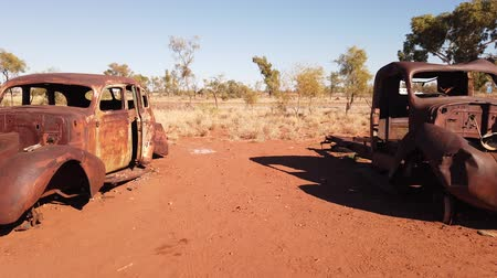 zkorodované : Rusty wrecks of old cars. Australia, Northern Territory in Red Centre desert.