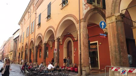 sobota : Bologna, Italy - September 21, 2019: historical street with the portico of Strada Maggiore road, restricted traffic zone of Bologna downtown with street pubs and restaurants. Dostupné videozáznamy