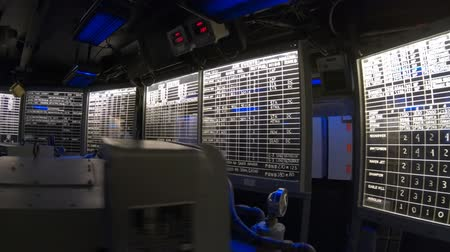 portador : San Diego, Navy Pier, California, USA - JULY 31, 2018: Combat information center radar console, maps of Battleship Midway at San Diego, Navy Historic museum. Dark mode for combat operations.