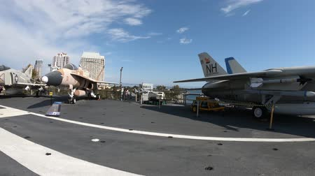 velitel : San Diego, Navy Pier, California, USA - August 1, 2018: panorama of the USS Midway deck, a cold war warship at San Diego pier. It was the longest-serving aircraft carrier of United States.