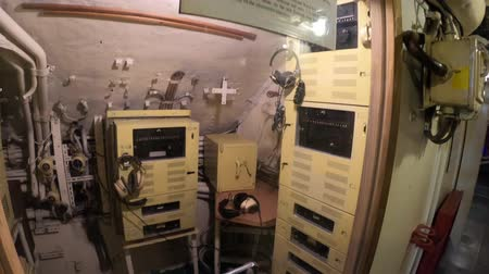 해군의 : San Diego, Navy Pier, California, USA - August 1, 2018: the sonar room of CCCP Soviet Submarine B-39 at San Diego. Historic naval vehicle and popular tourist attraction in Navy pier. 무비클립