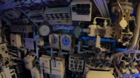 u boats : San Diego, Navy Pier, California, USA - August 1, 2018: the diesel engine control room of CCCP Soviet Submarine B-39 at San Diego. Historic naval vehicle and popular tourist attraction in Navy pier. Stock Footage