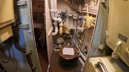 u boats : San Diego, Navy Pier, California, USA - August 1, 2018: toilet room with sinks of CCCP Soviet Submarine B-39 at San Diego. Tourist attraction in Navy pier of San Diego in Maritime Museum. Stock Footage
