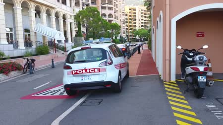 плохо : Fontvieille, Monaco - September 29, 2016: Renault Scenic III TCe Police Car (Rear View), Car of Monaco Police Patrol on the City Street of Fontvieille In Monaco, French Riviera