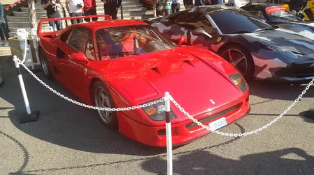 fósforo : Monte Carlo, Monaco - April 22, 2017: Beautiful Red Ferrari F40 Parked In Front Of The Casino Of Monte Carlo In Monaco - 4K Video