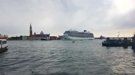 mês : Venice, Italy - April 12, 2017: MS Viking Star Cruise Ship in Venice, Crossing the Sea in St Marks Square - 4K Video Stock Footage