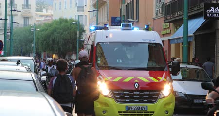 por que : Menton, France - July 15, 2018: Red French Fireman Truck (Renault Master III), First Rescue Parked In The Street. Firefighter Intervention After France Won The 2018 World Cup in Russia - DCi 4K Resolution