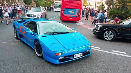 por que : Monte-Carlo, Monaco - April 21, 2018: Beautiful Blue Lamborghini Diablo SV Driving Around the Fairmont Famous Hairpin Turn in Monte Carlo, Monaco in French Riviera - 4K Video