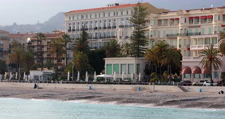 балкон : Menton, France - March 27, 2018: Properties By The Sea On The French Riviera, French Apartments With A Mediterranean Sea View, City Of Menton, Europe - DCi 4K Resolution