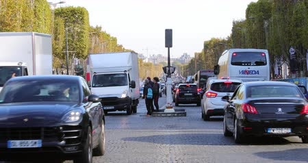 por que : Paris, France - October 16, 2018: Busy Heavy Traffic On Champs Elysees Avenue, Traffic Stops At Pedestrian Crossing In Paris, France, Europe - DCi 4K Resolution