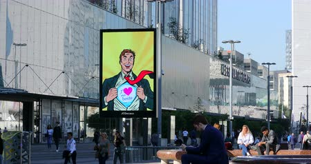 publicity : Paris, France - October 16, 2018: JCDecaux Modern Electronic Advertising Board At La Defense, Paris, France, Europe - DCi 4K Resolution