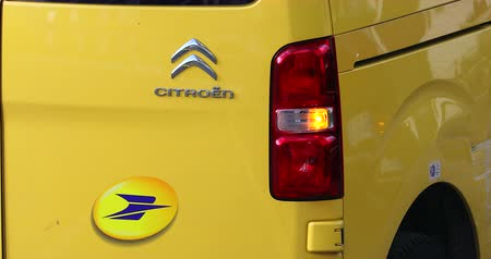 citroen : Roquebrune-Cap-Martin, France - November 14, 2018: The French Post Service Logo On A Yellow Delivery Citroen Van Jumpy Parked In The Street. The Post Is A Postal Service Company In France - DCi 4K Video