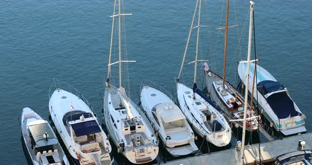 forrado : Fontvieille, Monaco - January 15, 2019: Aerial View Of Luxurious Sailing Yachts Lined Up, Moored Sailboats In The Port Of Fontvieille In Monaco, French Riviera, Europe - DCi 4K Video