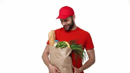 postai : Delivery man delivering package of grocery.