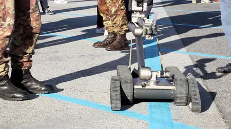 Heavy-duty, multi-mission robot suitable for missions such as explosive detec