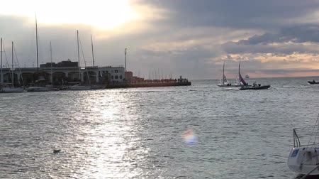 zendmast : Sailboats at sunset during the 49 Barcolana Stockvideo