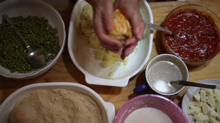 makbuz : Homemade preparation of arancini, typical sicilian food Stok Video