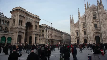 marbre : View of Duomo square in Milan, Italy Vidéos Libres De Droits