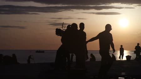 gravador : TRIESTE, ITALY - APRIL, 17: Behind the scene. Movie crew crew filming movie scenes on outdoor location at sunset on April 17, 2018