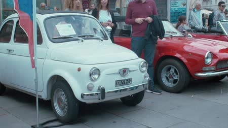 restaurar : TRIESTE, ITALY - OCTOBER, 01: Fiat 500 exposed at the? National Day of the Vintage Vehicle ASI and in conjunction with the 30th anniversary of the Friends Club of the Topolino foundation on October 01, 2019 Vídeos