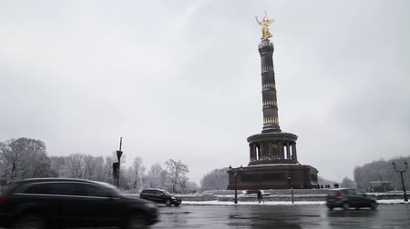 Verkehr in der Siegessäule in Berlin Videos