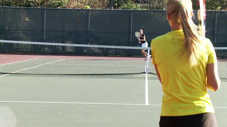 trener : Full court tennis game in slow motion