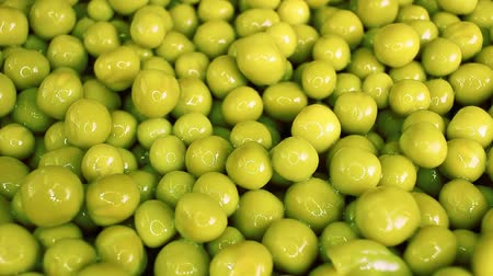 Peas. Tin can canned green peas. Wideo