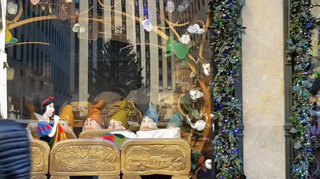 skate : New York City, USA Saks Department Store Christmas window showcase. Saks Fifth Avenue celebrated holiday season paying tribute to Snow White and The Seven Dwarfs' 80th anniversary. Stock Footage