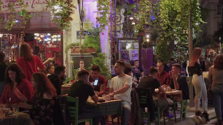 Hellenic nightlife video of people at outdoors tavern restaurants. Unidentified crowd eating & drinking at tavernas in the center at Ano Ladadika area in Thessaloniki, Greece. Dostupné videozáznamy