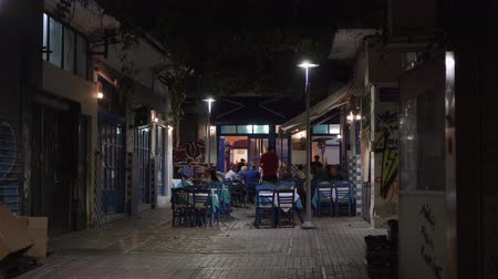 yunan : Hellenic nightlife video of people at outdoors tavern restaurants. Unidentified crowd eating & drinking at tavernas in the center at Athonos area in Thessaloniki, Greece.