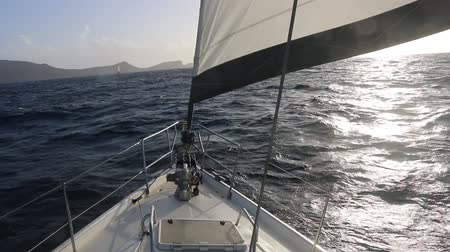 sailboat approaching a caribbean island Stok Video