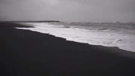seixos : Icelandic landscape of black beach